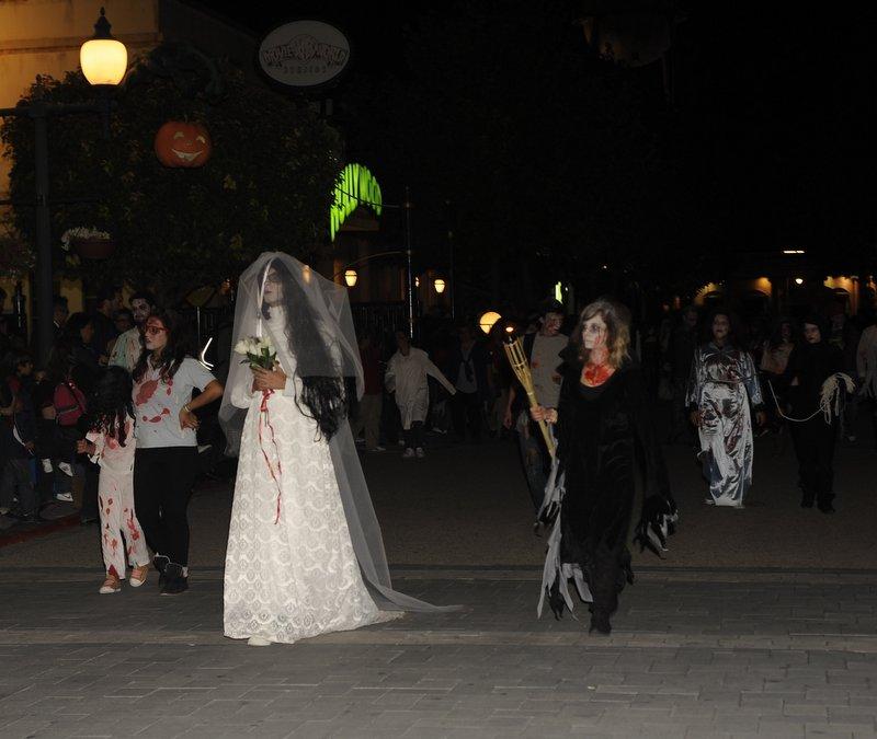 warner_halloween (1)