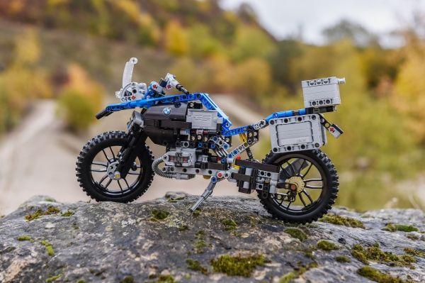 p90241827-lowres-lego-technic-bmw-r-1
